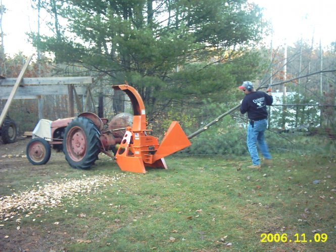 624PTO, GRAVITY FEED CHIPPER